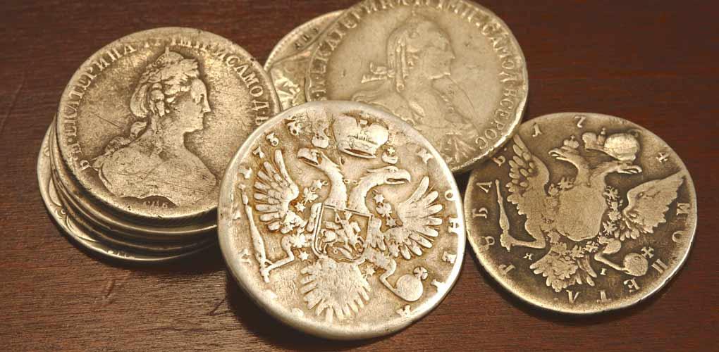 Купить золотые монеты в Москве недорого