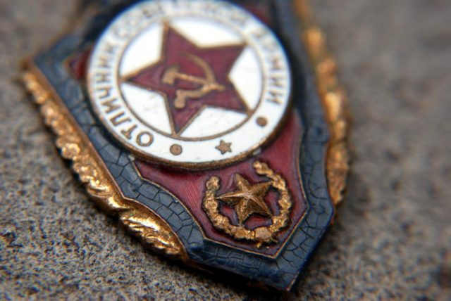 Значок Отличник Советской Армии. Цена, стоимость оригинала