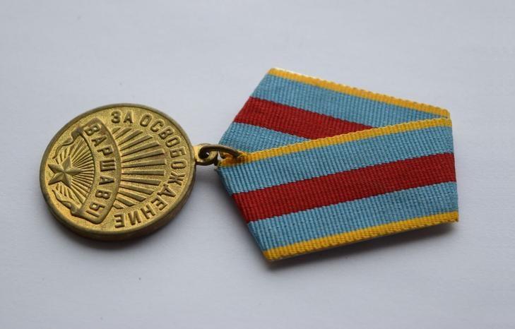 """Как выглядит медаль """"За освобождение Варшавы"""""""