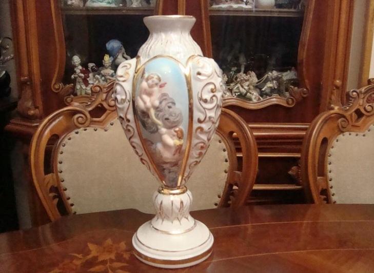 Фарфоровая ваза Capodimonte