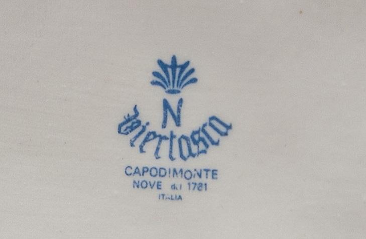 Логотип фарфора Capodimonte