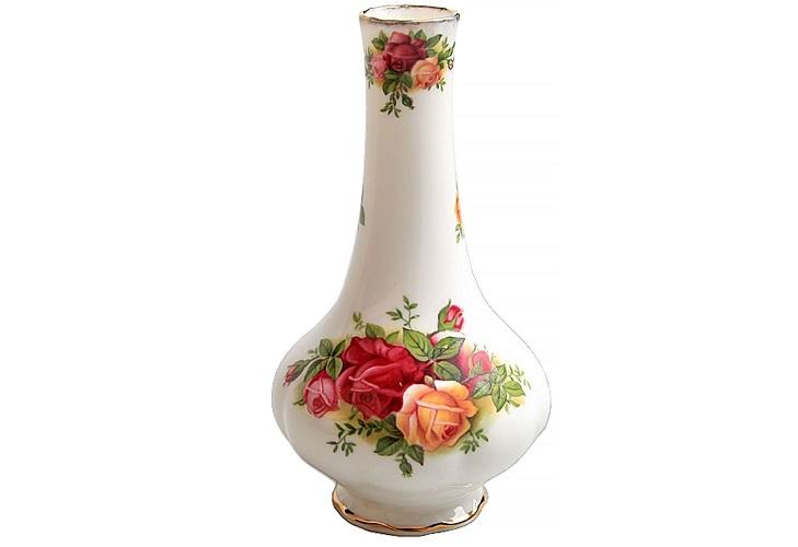 Фарфоровая ваза с цветочным узором