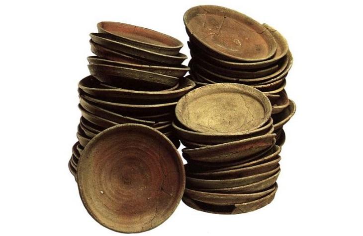 Первые глиняные тарелки
