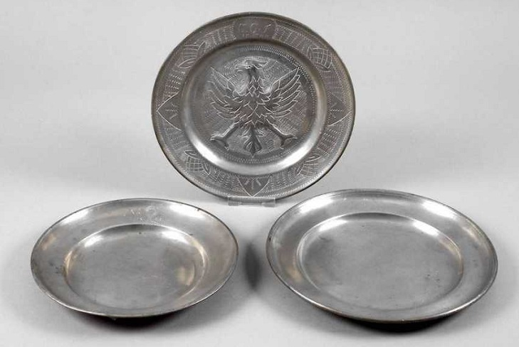 Античные серебряные тарелки