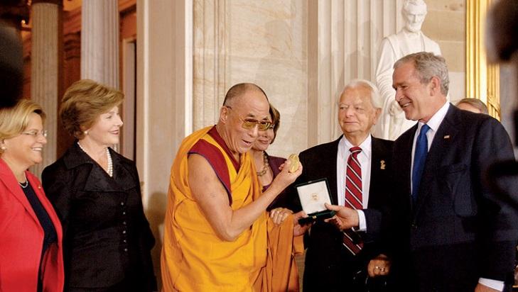 Как награждают Золотой медалью Конгресса США
