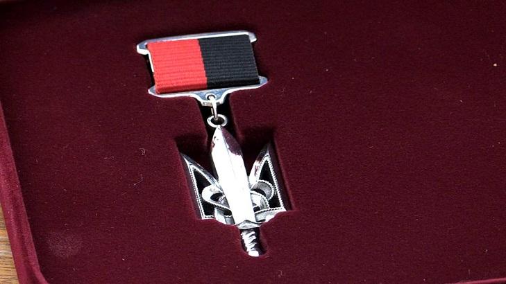 Черно-красный орден «Народный герой Украины»