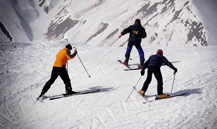 Туристы лыжники