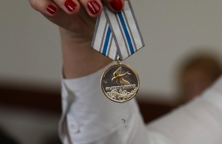"""Вручение медали """"За веру и добро"""""""