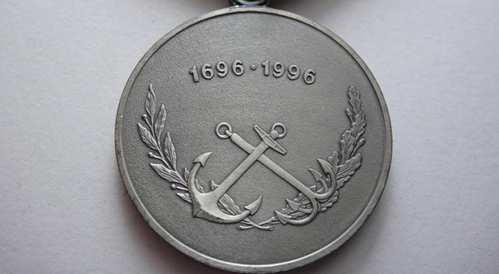 Медаль «300 лет российскому флоту»  - описание