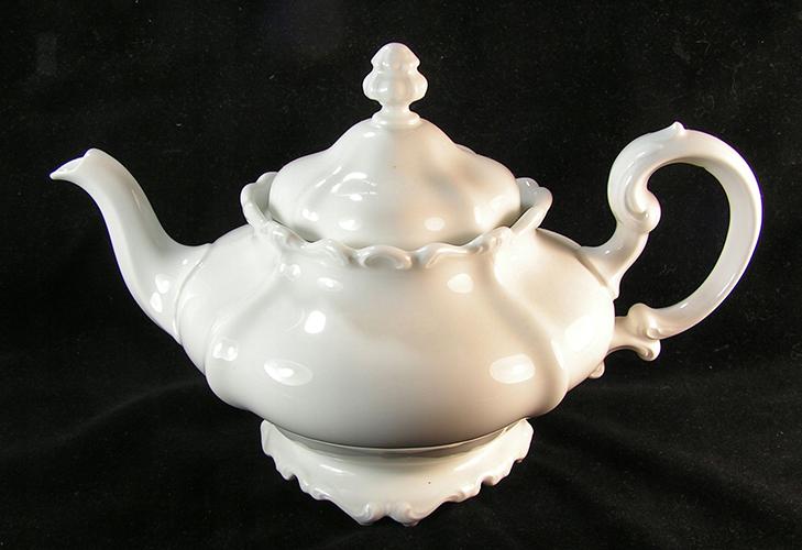 Фарфоровый чайник европейский