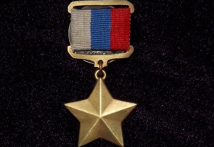 Медаль Героя России аверс