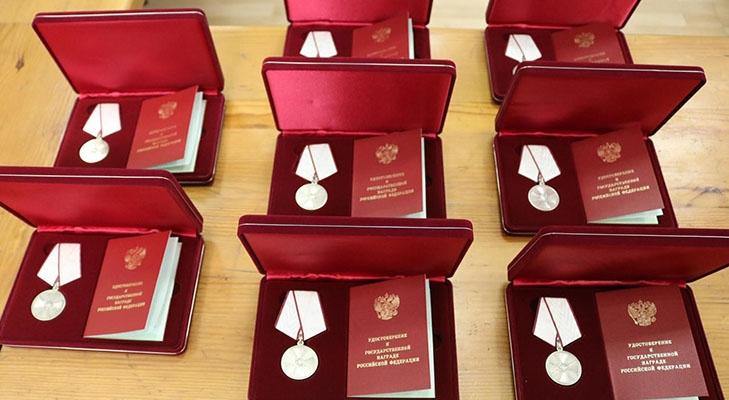Медали в коробках