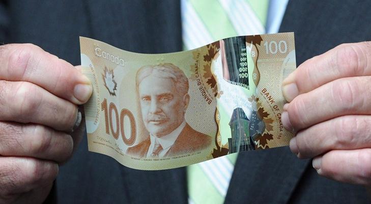 100 долларов Канады