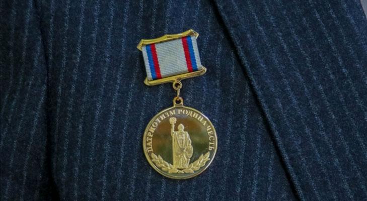 """Медаль """"Патриот России"""" на пиджаке"""