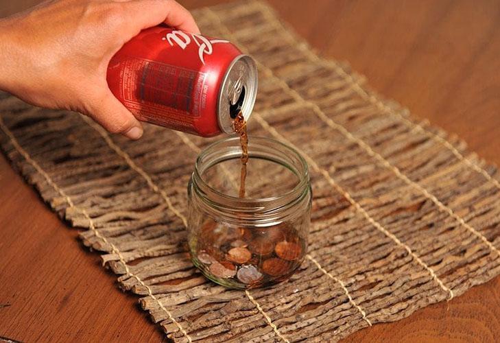 Очистка ржавчины с монет при помощи Coca-Cola