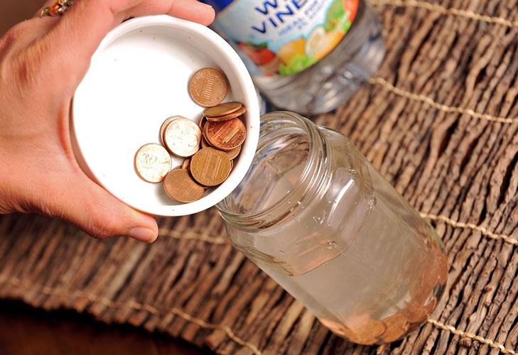 Очистка ржавчины с монет при помощи одово-уксусного раствора